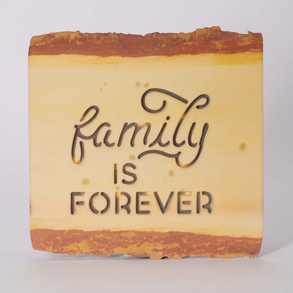 שלט מעץ עם תאורה FAMILY IS FOREVER K600092