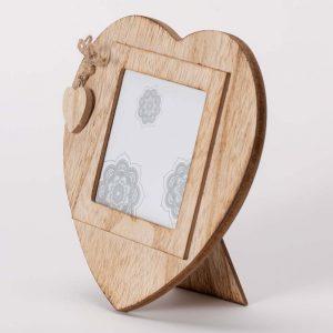 מסגרת לתמונה לב מעץ עם קישוט לב 19X19 -