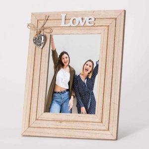 מסגרת לתמונה שולחנית מעץ עם קישוט לב 22X27 -