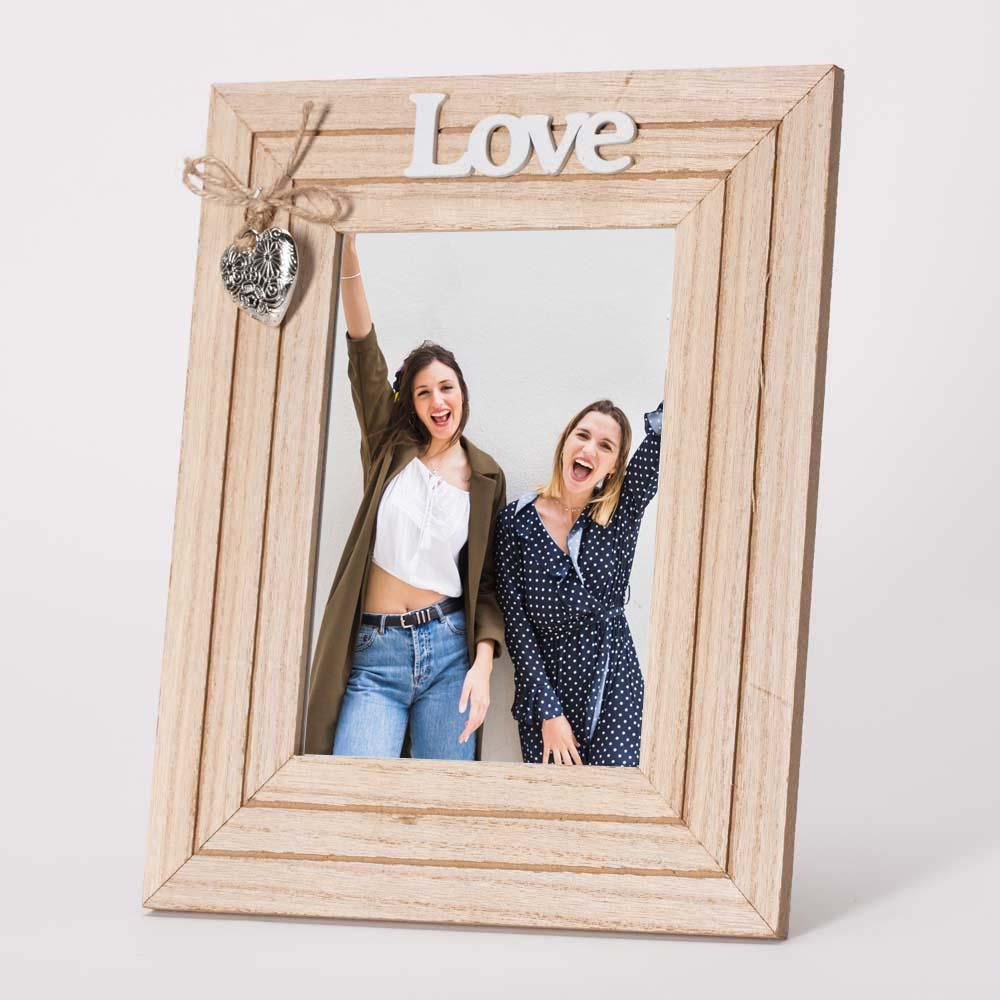 מסגרת לתמונה שולחנית מעץ עם קישוט לב 22X27