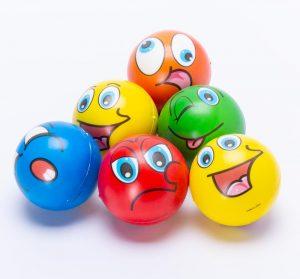 כדור ספוג למשחק ועיסוי 10 סמ סמיילי בצבעים -
