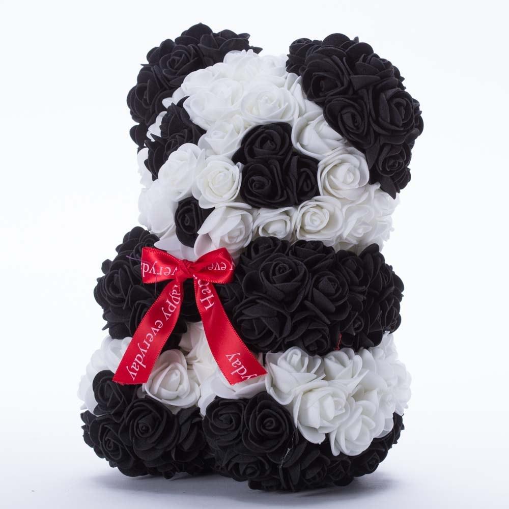 דובי פרחים בינוני בעיצוב פנדה ופפיון אדום בקופסת מתנה 30 סמ