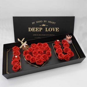 סידור פרחי סבון ורדים אדומים בקופסת מתנה ענקית -