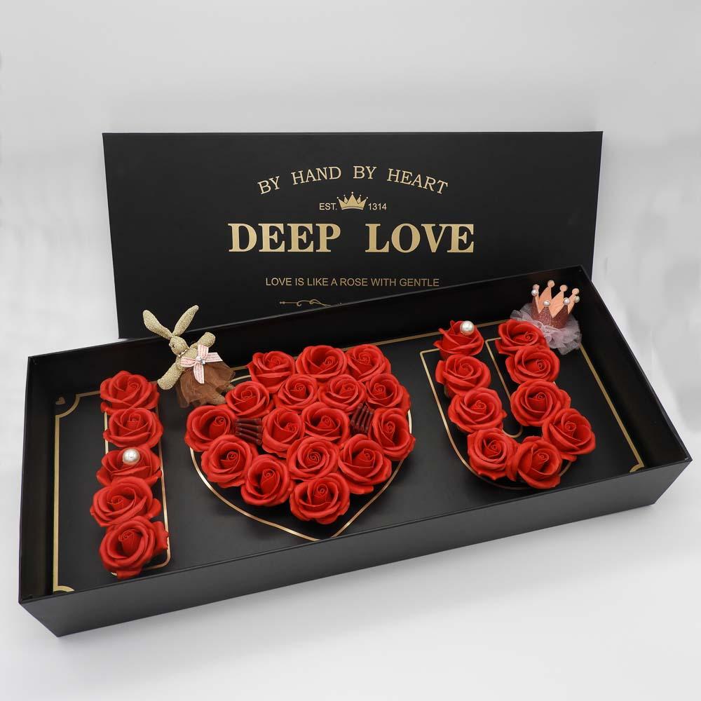 סידור פרחי סבון ורדים אדומים בקופסת מתנה ענקית