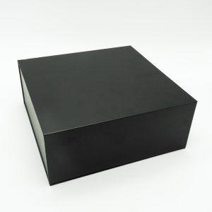 קופסת מתנה נפתחת שחורה עם מסך ונגן וידאו -