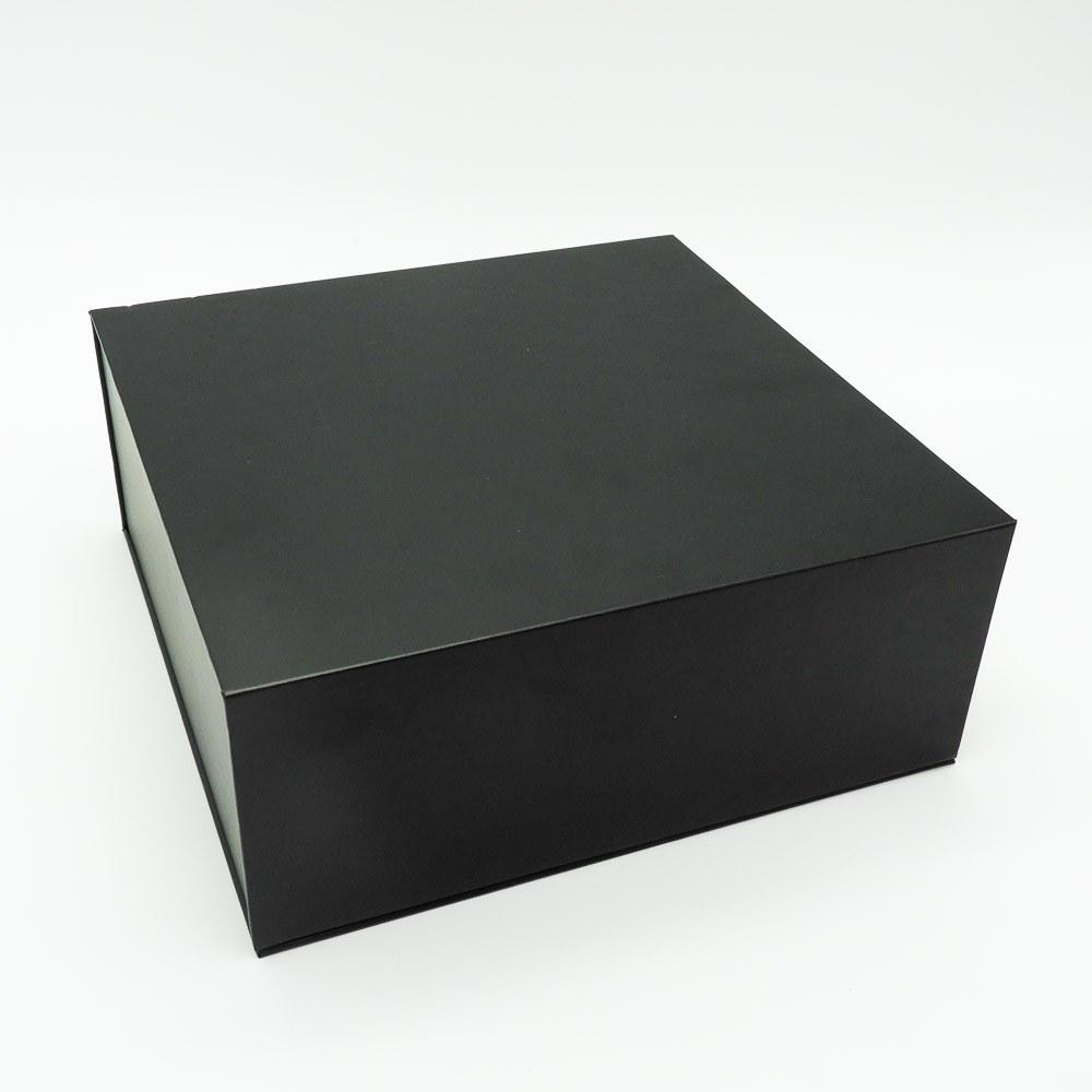 קופסת מתנה נפתחת שחורה עם מסך ונגן וידאו
