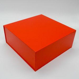 קופסת מתנה נפתחת אדומה עם מסך ונגן וידאו -