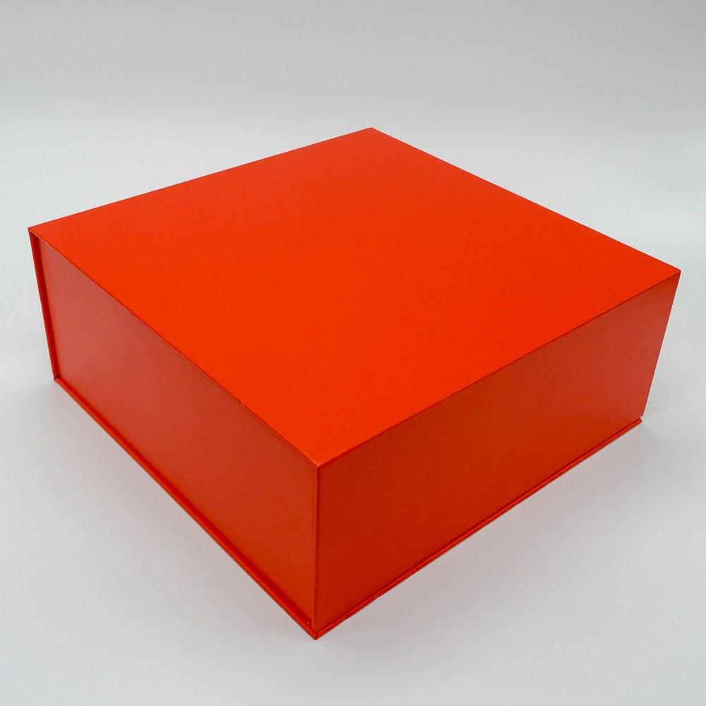 קופסת מתנה נפתחת אדומה עם מסך ונגן וידאו