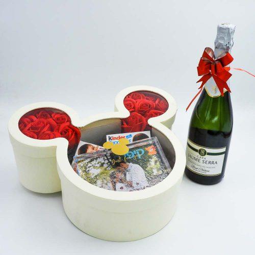 קופסת שוקולדים מיקי מאוס בצבע שמנת ומסגרת לתמונה K000029-1