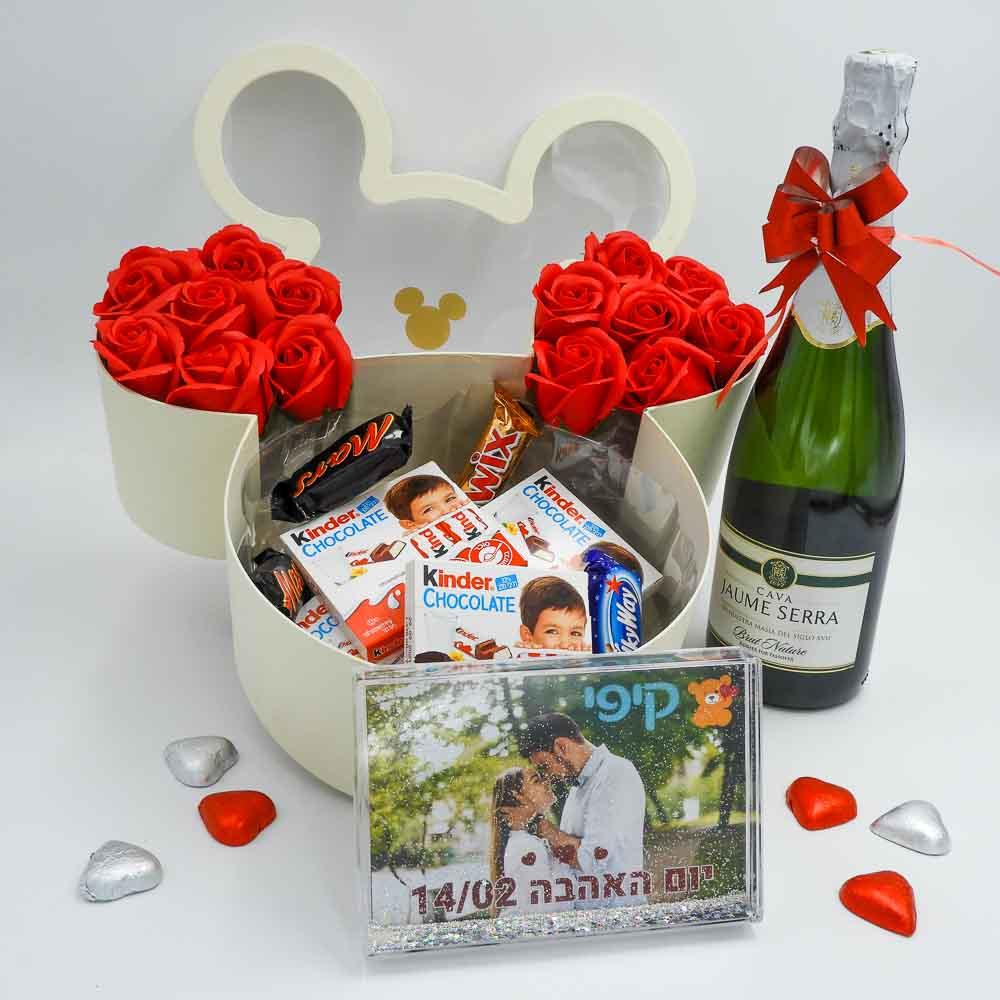 קופסת שוקולדים מיקי מאוס בצבע שמנת ומסגרת לתמונה K000029
