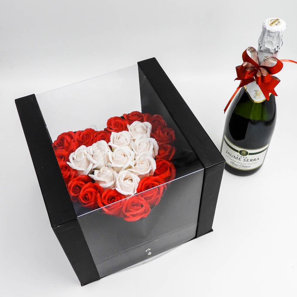 מארז שוקולד מפנק לב גדול בצבע שחור מכסה שקוף ומסגרת לתמונה K000036-4