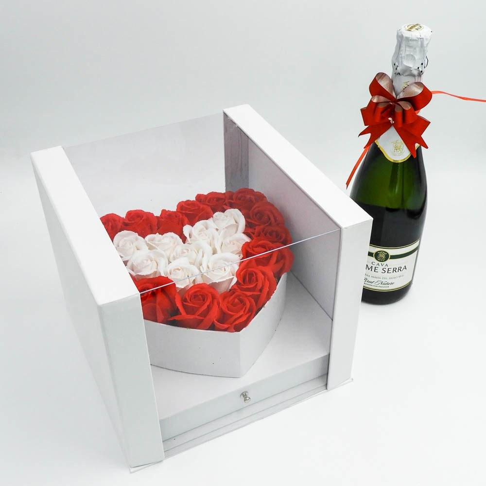מארז שוקולד מפנק לב גדול בצבע לבן מכסה שקוף ומסגרת לתמונה K000037-2