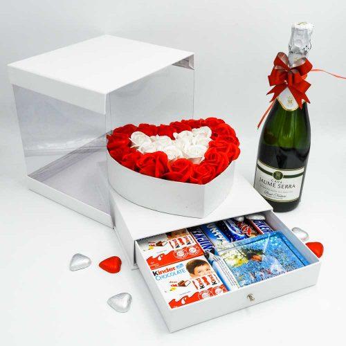 מארז שוקולד מפנק לב גדול בצבע לבן מכסה שקוף ומסגרת לתמונה K000037-3