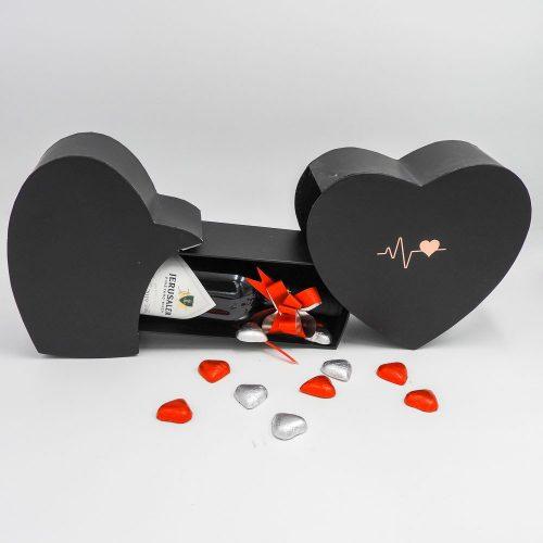 מארז יין ופרלינים משוקולד בקופסת מתנה קופידון שחורה K000038-2