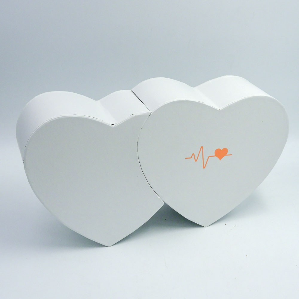 מארז יין ופרלינים משוקולד בקופסת מתנה קופידון לבנה K000039-1