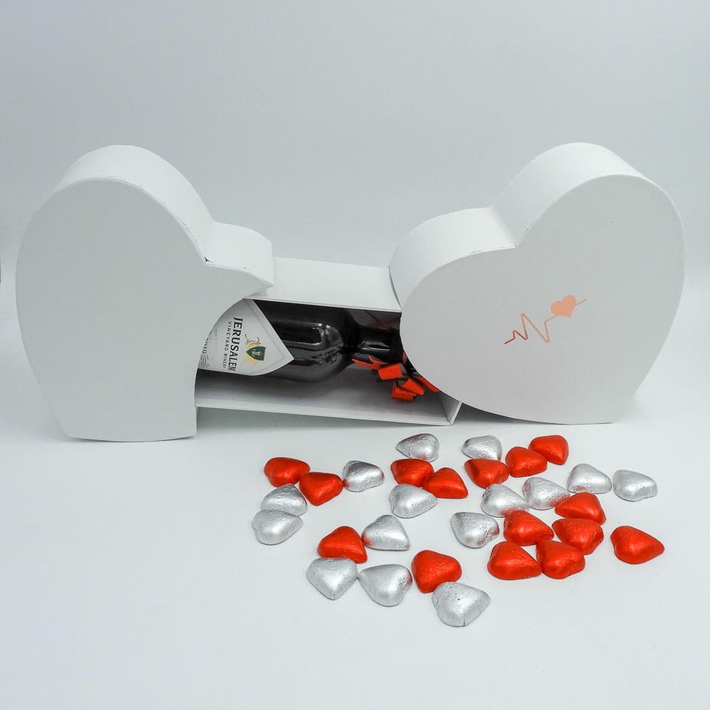 מארז יין ופרלינים משוקולד בקופסת מתנה קופידון לבנה K000039-2