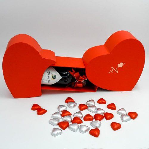 מארז יין ופרלינים משוקולד בקופסת מתנה קופידון אדומה K000040-2
