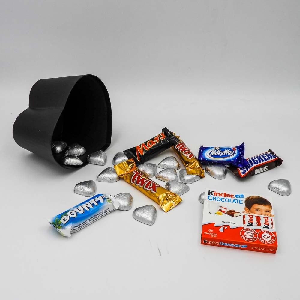 מארז שוקולדים קטן בקופסת לב שחורה וצלופן K000042-2