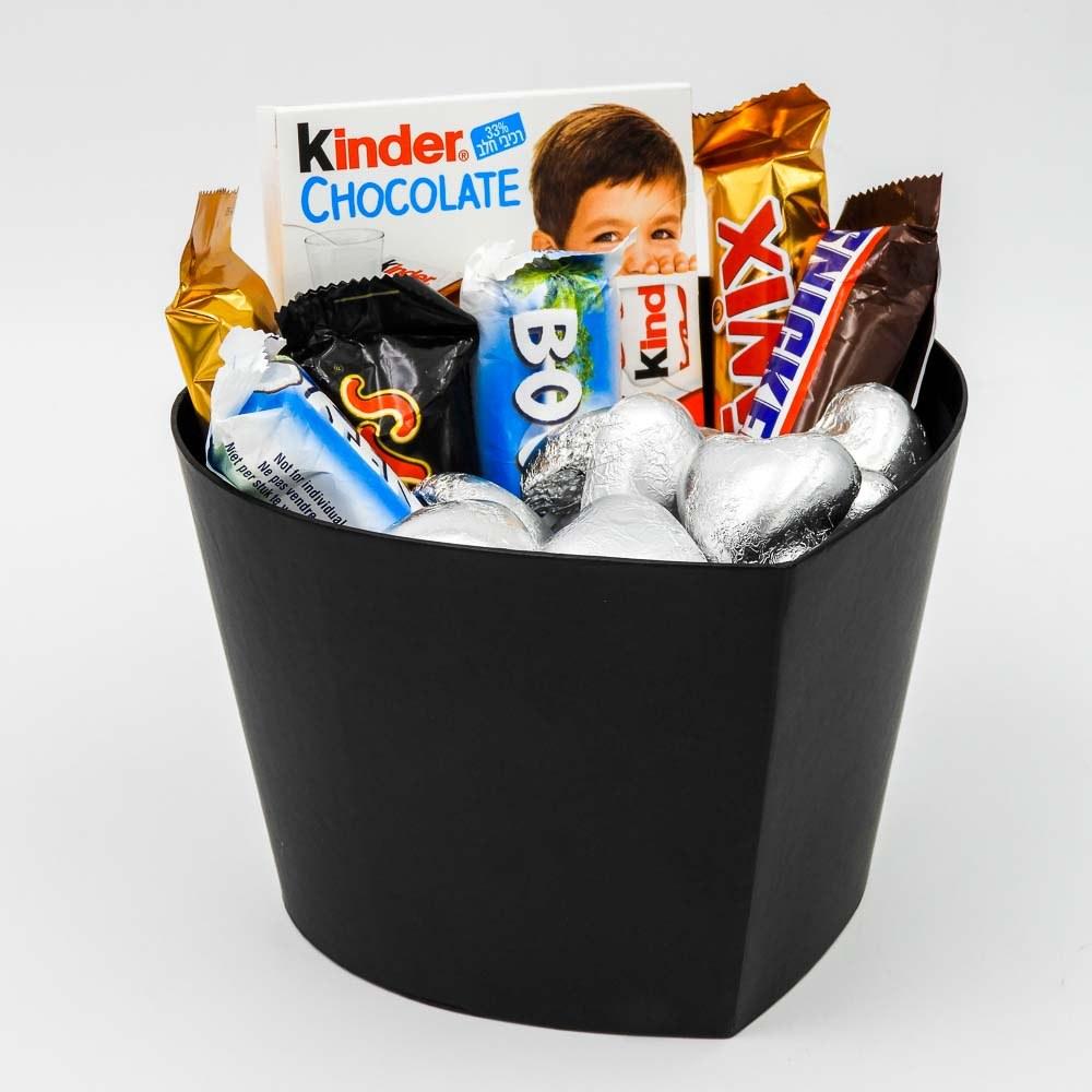 מארז שוקולדים קטן בקופסת לב שחורה וצלופן K000042