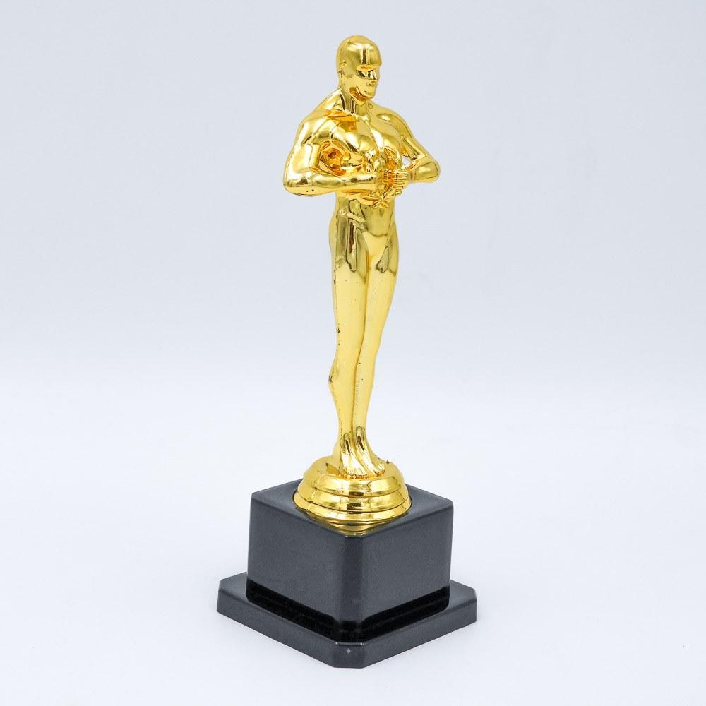 פסלון אוסקר בצבע זהב עם במת פלסטיק שחורה כבדה צד שמאל